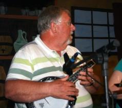 Pratts Bottom 2013 01 - Chris With Banjo